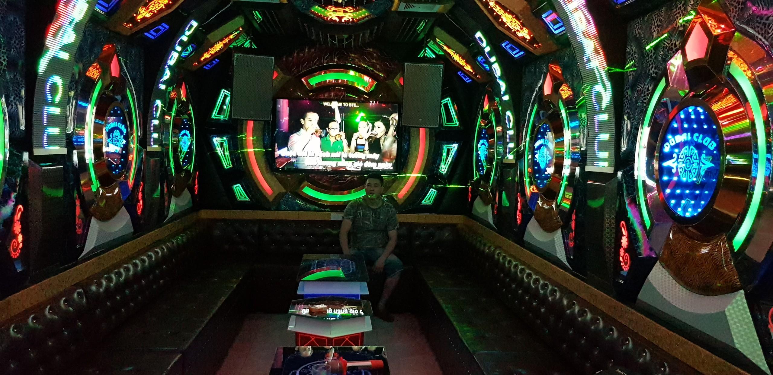 Mẫu phòng karaoke Tàu ngầm thế chiến III