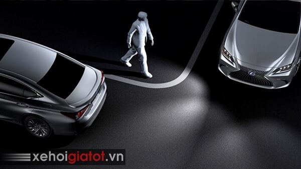 Hỗ trợ đánh lái khi vào cua Lexus ES