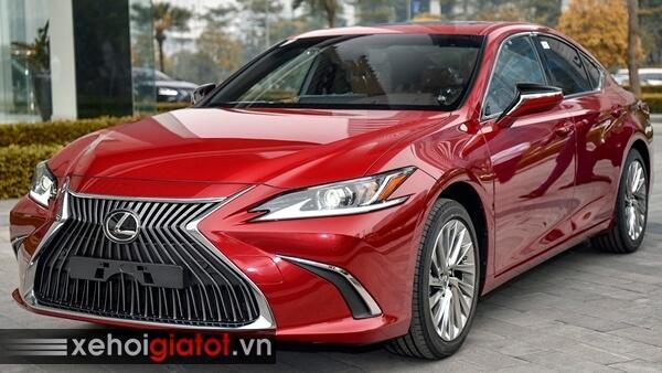Xe Lexus ES màu đỏ