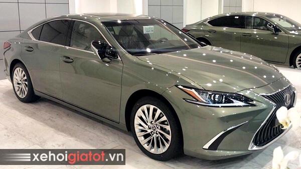 Xe Lexus ES màu xanh lục