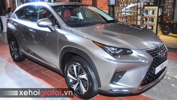 Xe Lexus NX màu bạc Titanium