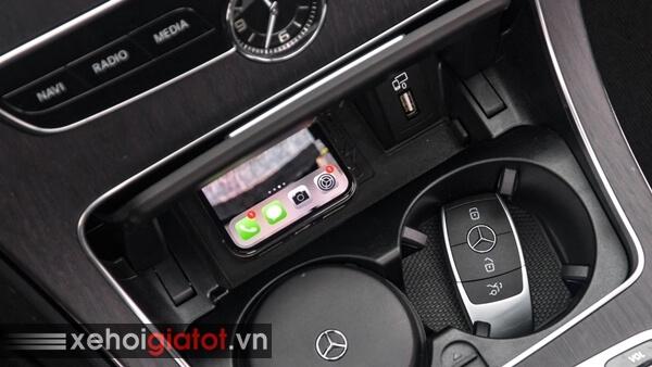 Sạc điện thoại không dây xe Mercedes C-Class
