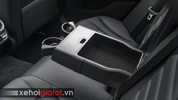 Bệ tỳ tay hàng ghế sau xe Mercedes C-Class