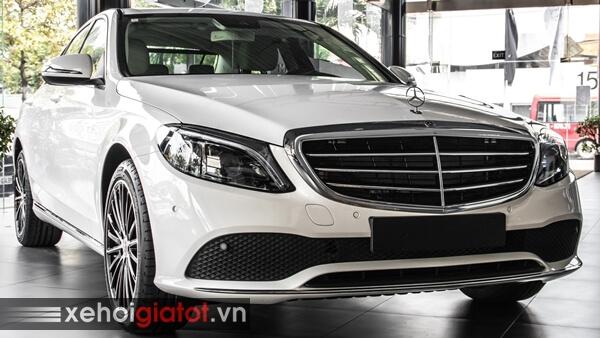 Xe Mercedes C-Class màu trắng