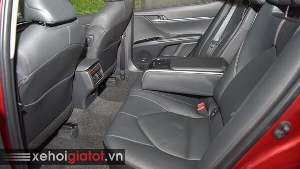 Hàng ghế sau xe Toyota Camry