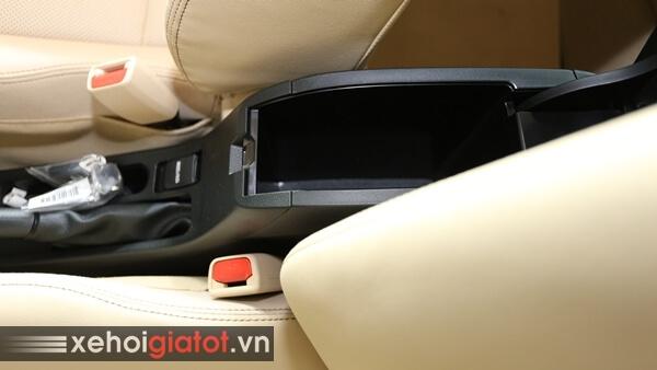 Kệ tỳ tay hàng ghế trước xe Toyota Vios
