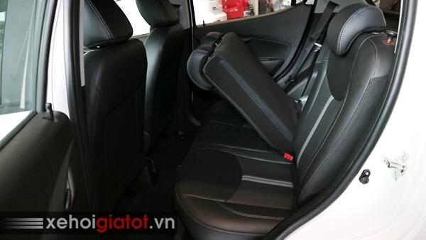 Gập ghế sau xe Vinfast Fadil