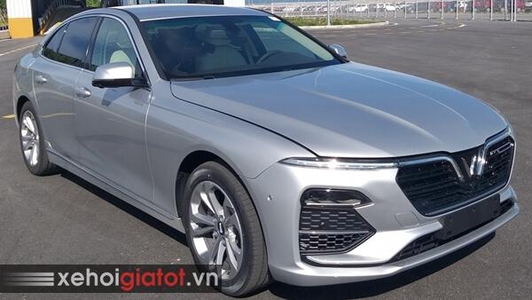 Xe Vinfast Lux A2.0 màu bạc