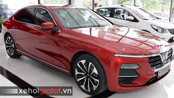 Xe Vinfast Lux A2.0 màu đỏ