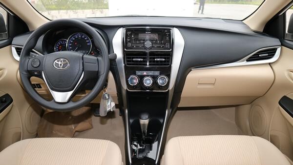 Tiện nghi xe Toyota nghèo nàn