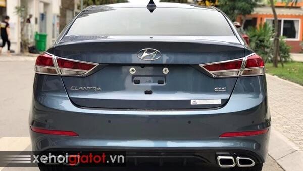Đuôi sau xe Hyundai Elantra 2.0 AT 2017 cũ