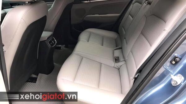 Hàng ghế sau xe Hyundai Elantra 2.0 AT 2017 cũ
