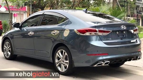 Phần đuôi xe Hyundai Elantra 2.0 AT 2017 cũ