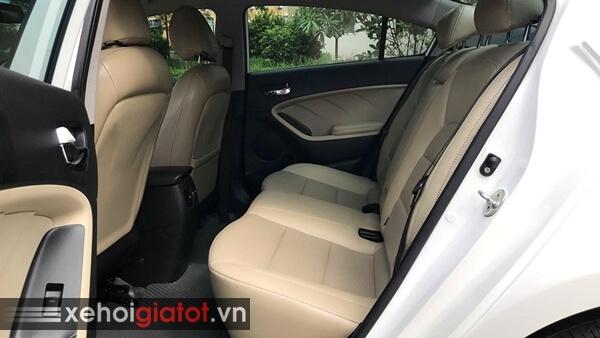 Hàng ghế sau xe Kia Cerato 1.6 AT 2017 cũ