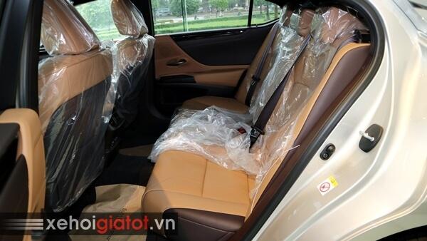 Hàng ghế sau xe Lexus ES 250