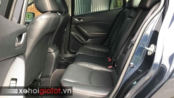 Hàng ghế sau xe Mazda 3 Sedan 1.5 AT 2016 cũ