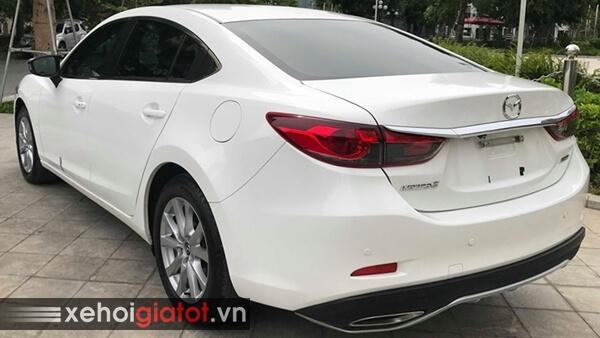 Phần đuôi xe Mazda 6 2.0 AT 2016 cũ