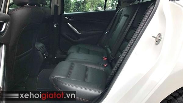 Hàng ghế sau xe Mazda 6 2.0 AT 2016 cũ