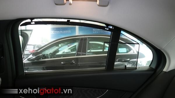 Rèm che nắng cửa kính sau xe Mercedes C200