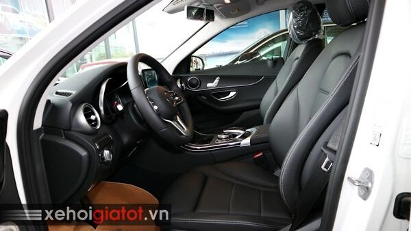 Hàng ghế trước xe Mercedes C200