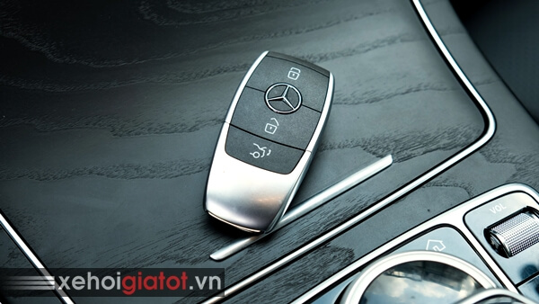 Chìa khóa xe Mercedes C200