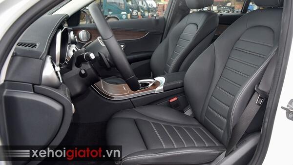 Hàng ghế trước xe Mercedes C200 Exclusive