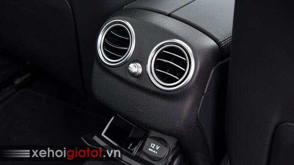 Điều hòa hàng ghế sau xe Mercedes C200 Exclusive