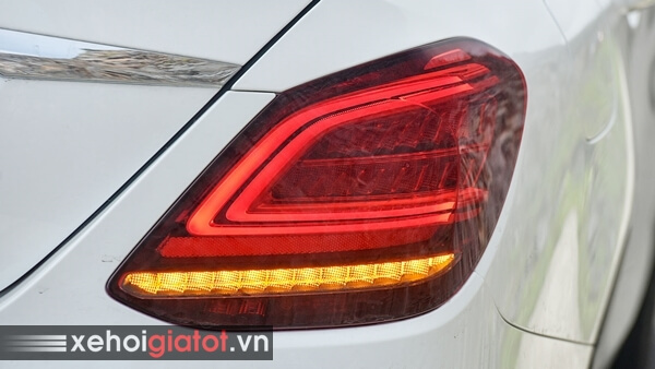 Cụm đèn hậu xe Mercedes C200 Exclusive