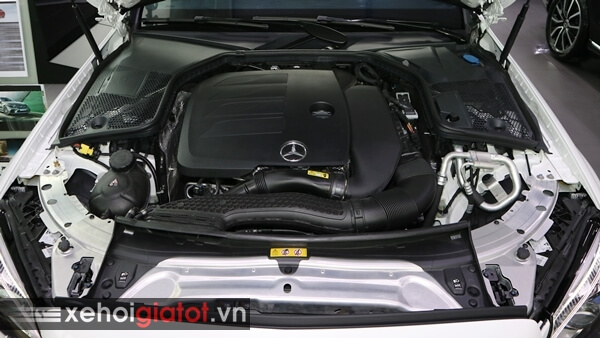 Động cơ xe Mercedes C300 AMG