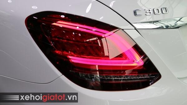 Cụm đèn hậu xe Mercedes C300 AMG