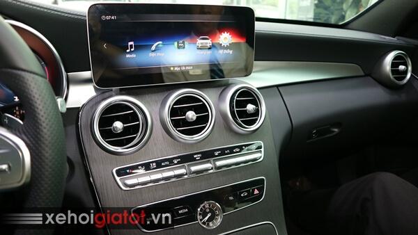 Bảng điều khiển trung tâm xe Mercedes C300 AMG