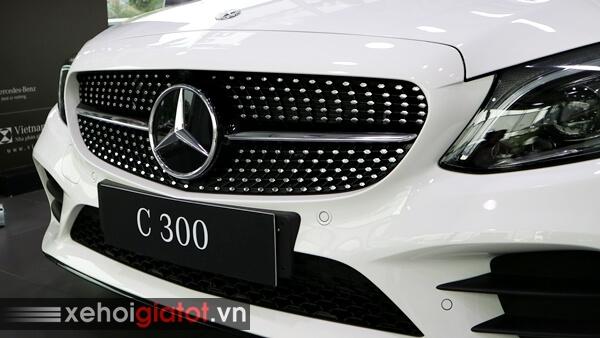 Cụm lưới tản nhiệt xe Mercedes C300 AMG