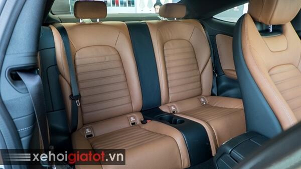 Hàng ghế sau xe Mercedes C300 Coupe