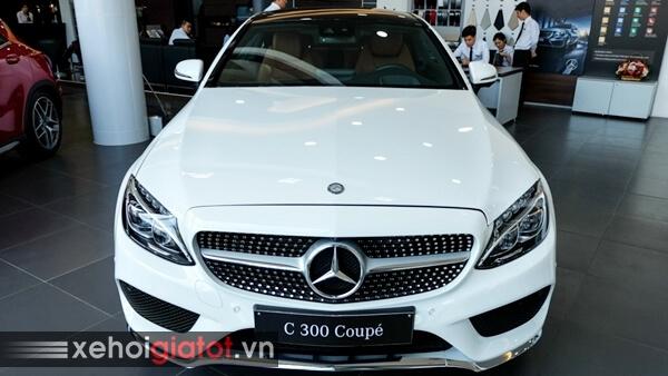 Phần đầu xe Mercedes C300 Coupe
