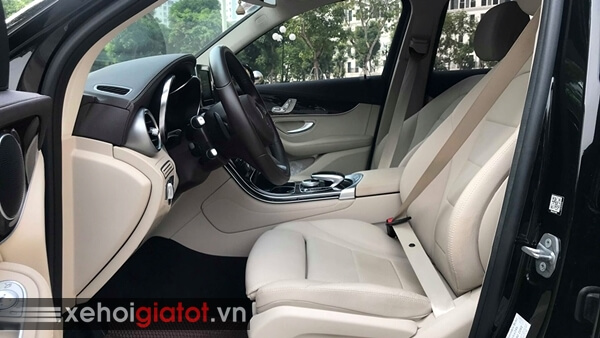 Hàng ghế trước xe Mercedes GLC 200 2018 cũ
