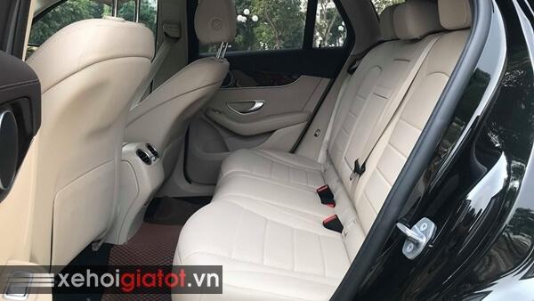 Hàng ghế sau xe Mercedes GLC 200 2018 cũ