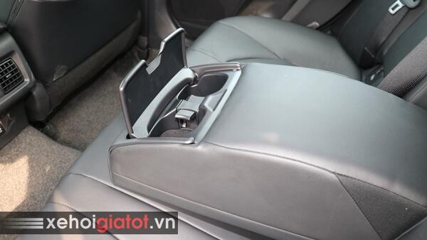 Kệ tỳ tay hàng ghế sau xe Camry 2.0G