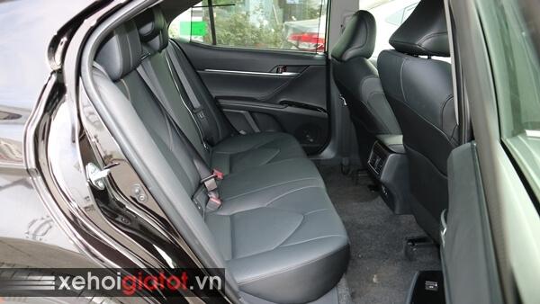 Hàng ghế sau xe Camry 2.5Q