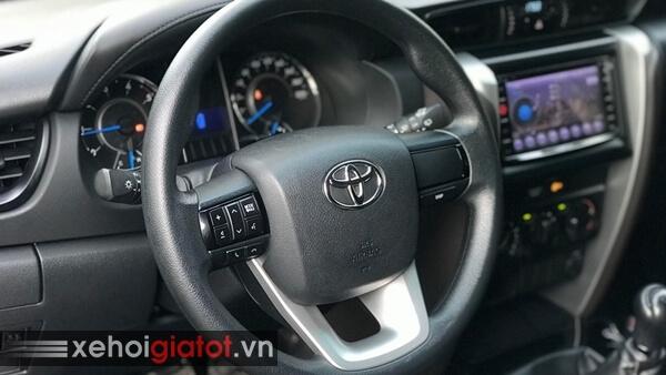 Vô lăng xe Toyota Fortuner 2.4G MT 2017 cũ