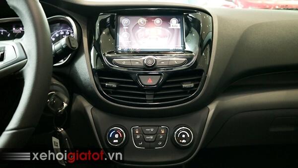 Bảng điều khiển trung tâm xe Fadil 1.4 CVT cao cấp