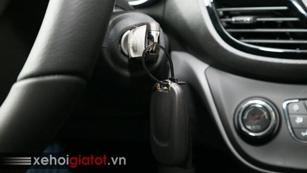 Khởi động chìa khóa cơ của xe Fadil 1.4 CVT cao cấp