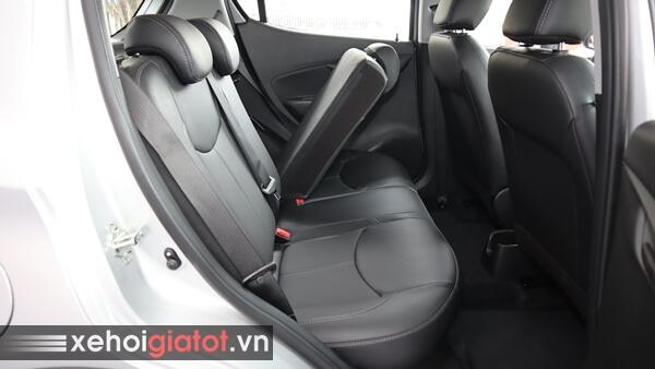 Gập ghế sau xe Fadil 1.4 CVT tiêu chuẩn