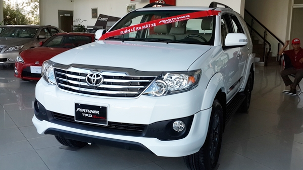 Toyota Fortuner TRD Sportivo 2.7V AT 4x2 2017