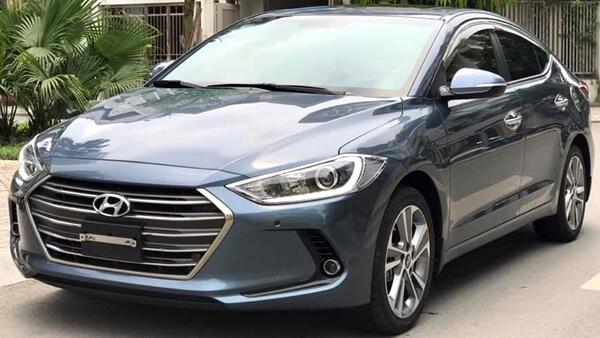 Hyundai Elantra 2.0 AT 2017 màu xanh đá chạy 10.500 km