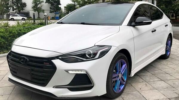 Hyundai Elantra Sport 1.6 Turbo AT 2018 màu trắng chạy 21.000 km