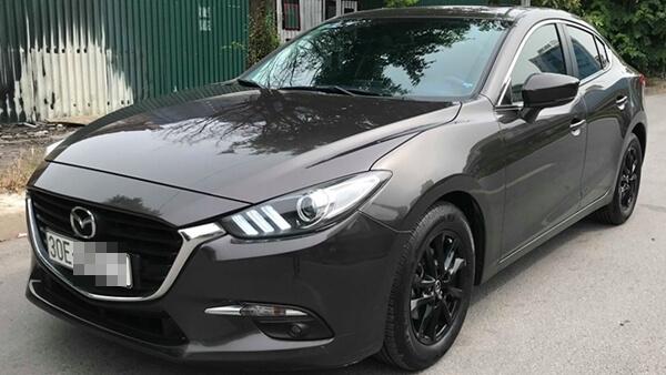 Mazda 3 Sedan 1.5 AT 2017 Facelift màu ghi xám chạy 3 vạn km