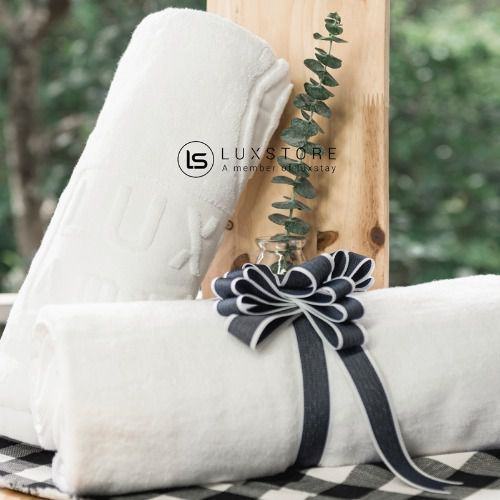 Khăn tắm trắng Luxstay