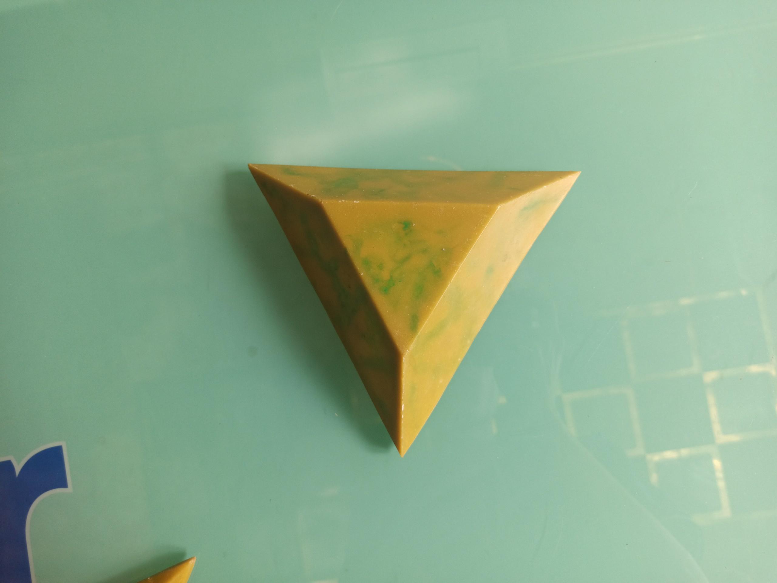 Khối tam giác cụt Luxer