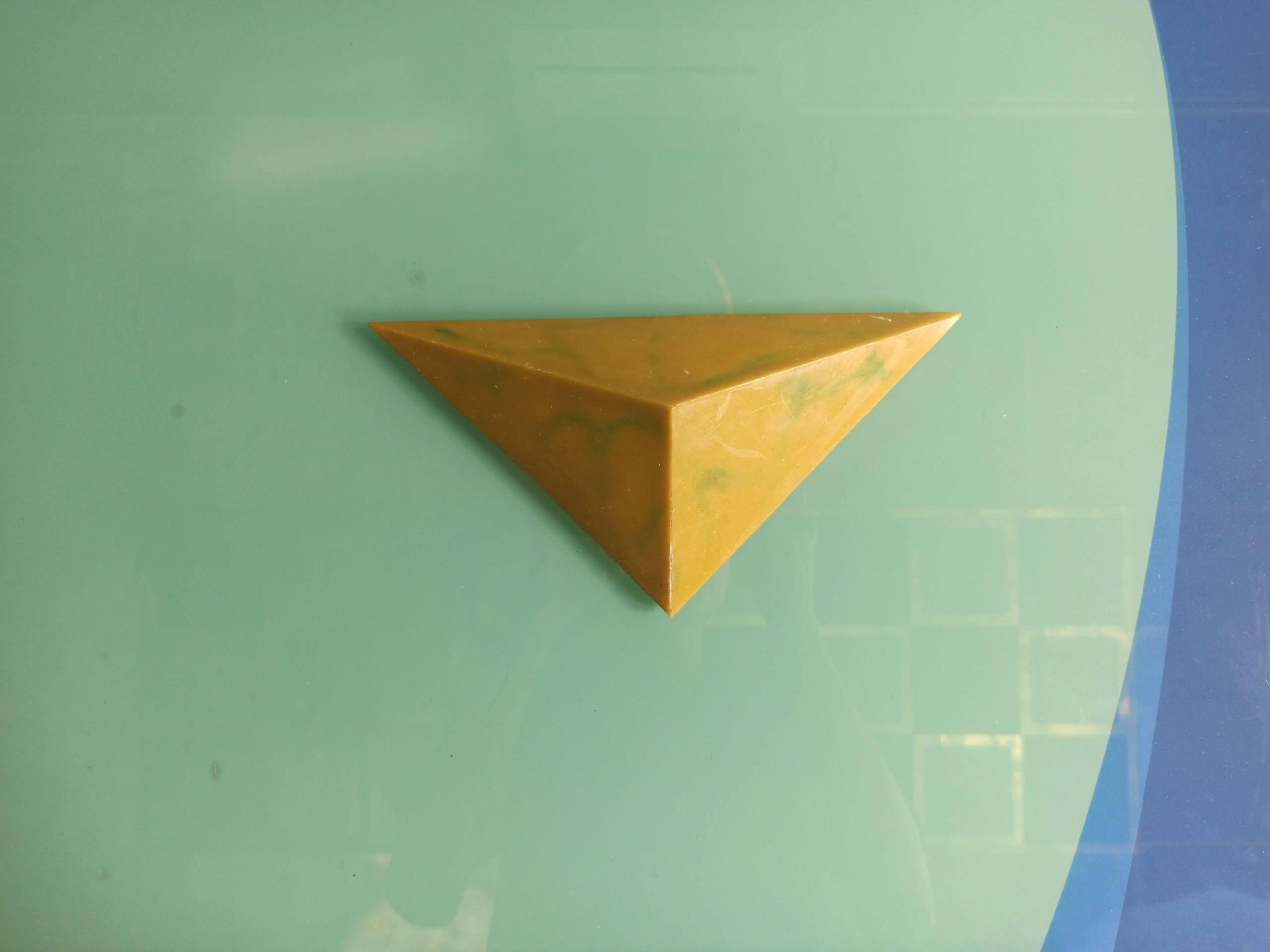 Khối tam giác dài Luxer