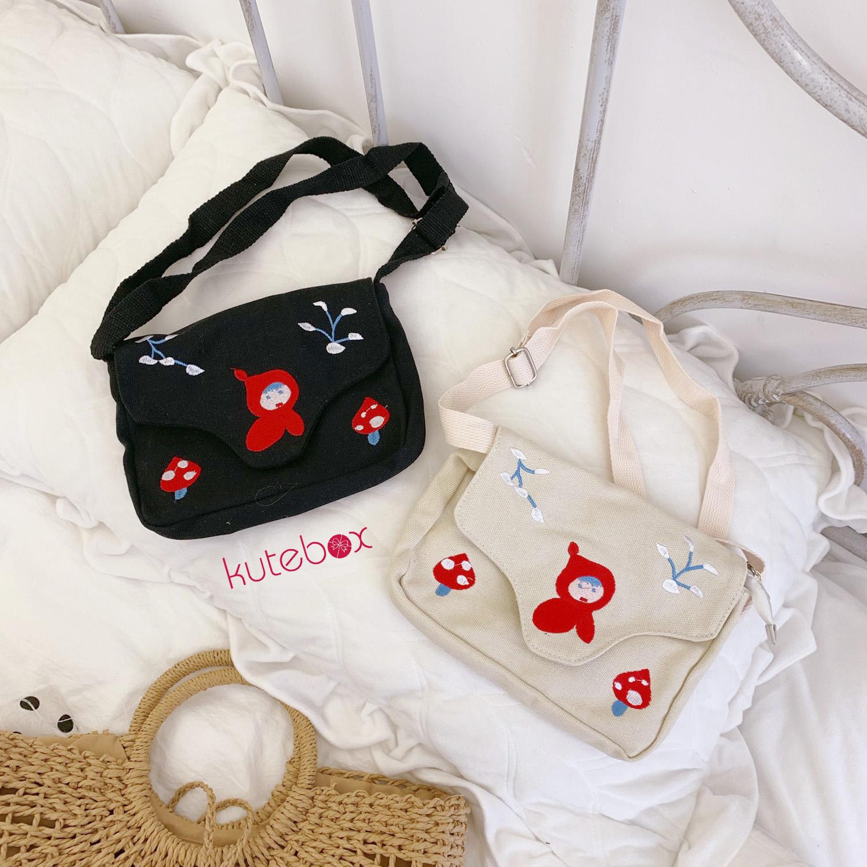 Túi đeo chéo em bé quàng khăn đỏ